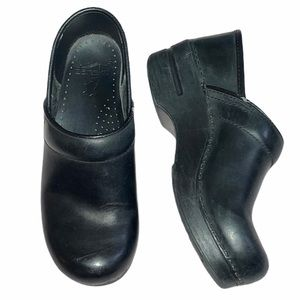 Dansko Professional Black Oiled Clogs Size 5.5